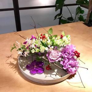 11/24 土曜レッスン 枝を使った花留めアレンジ 講師 佐藤晴美