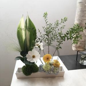 9月前半  生け花はなみつ流  講師 菊井百合子